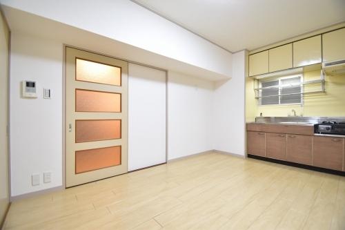 駅東レジデンス / 502号室キッチン