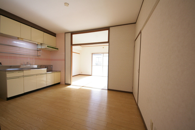エクセレント古田 / 205号室リビング