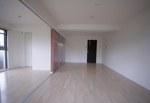 テゾーロカーザ / 105号室キッチン