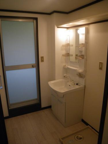 レジデンス牛房 / 105号室洗面所