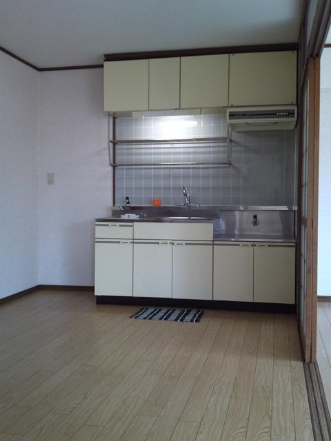 サンハイツKUDO / 301号室キッチン