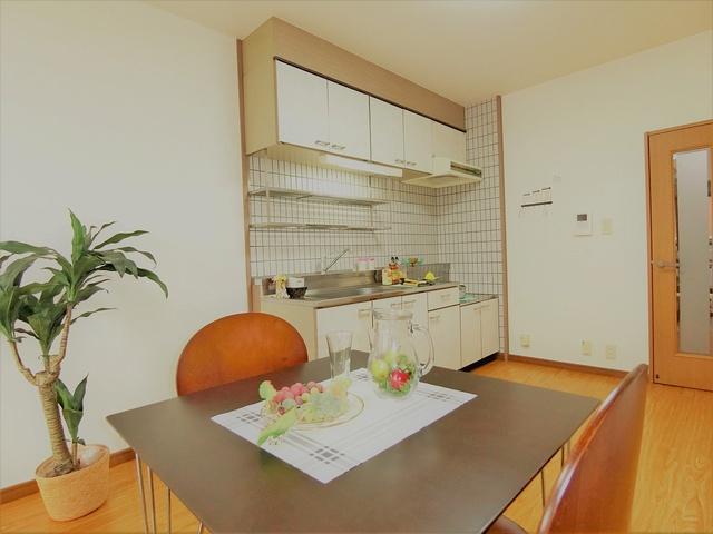 コムフォート・シティ / 403号室キッチン