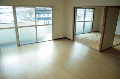 サン・ビィーム吉塚 / 203号室リビング