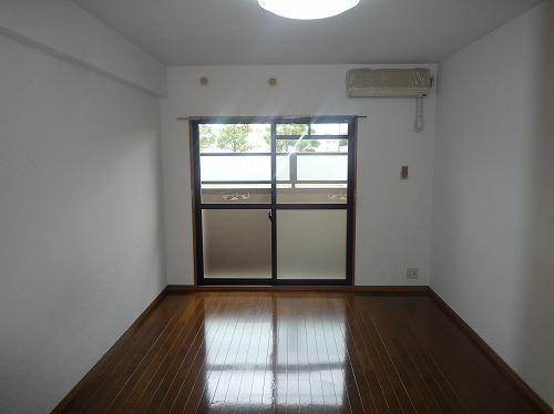 サークルフロント / 103号室リビング