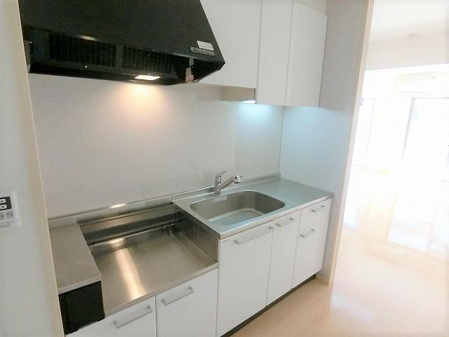 カーム ヴィラ / 502号室キッチン
