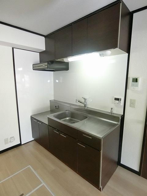 レジデンス秋根 / 105号室リビング