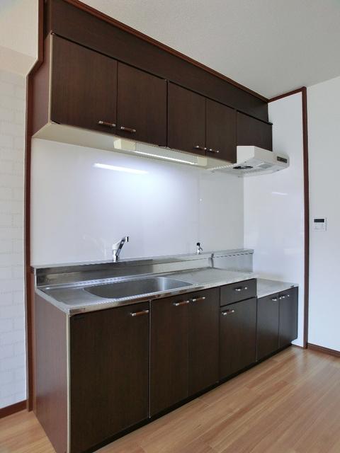 レジデンス・ウィステリア24 / 302号室キッチン