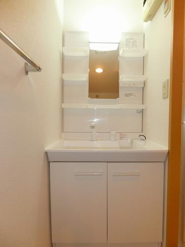 ファミーユ博多の森 / 102号室洗面所