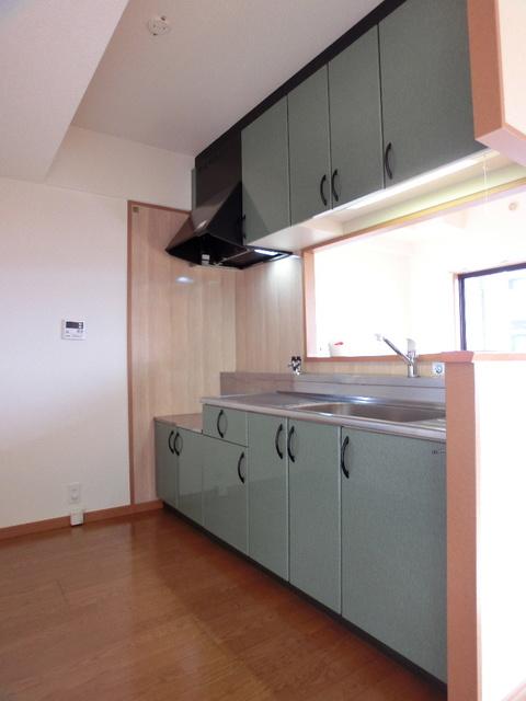 グリシーヌ空港 / 403号室キッチン