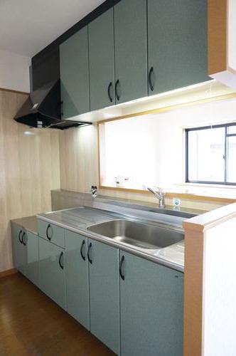 グリシーヌ空港 / 503号室キッチン