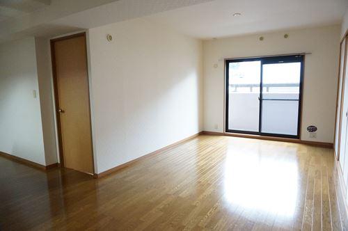 シャルム空港南 / 505号室リビング