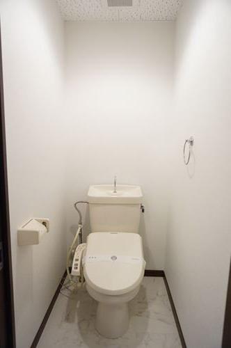 レジデンス・ウィステリア24 / 405号室トイレ