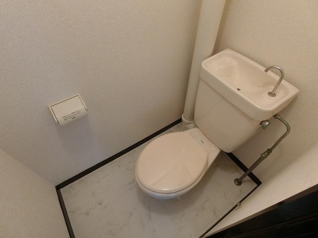 エステート篠栗 / 201号室トイレ