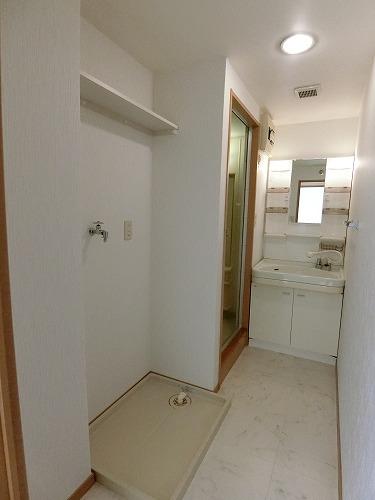 ファミーユ博多の森 / 201号室洗面所