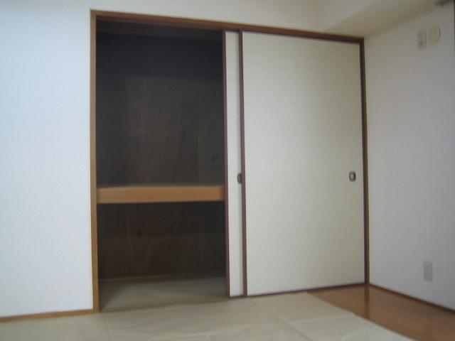 駅東レジデンス / 501号室収納