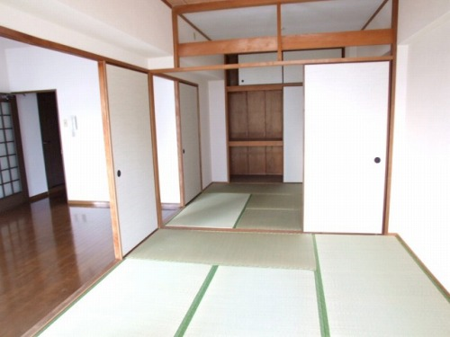 ハイ・コート(ペット可) / 402号室和室