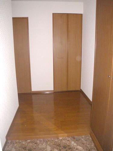 キャピタル長者原 / 102号室玄関