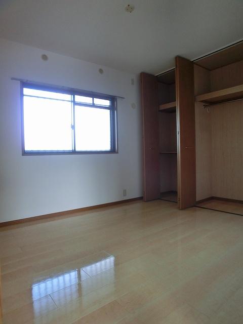 リヴェール伊賀Ⅱ / 303号室洋室