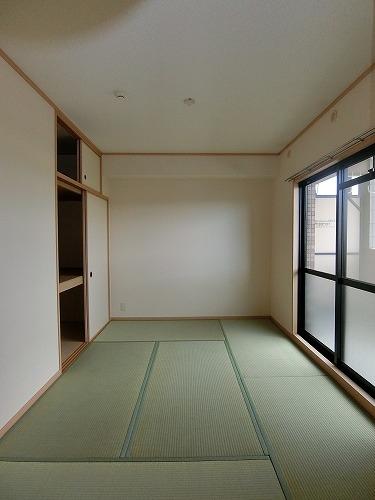 ファミーユ博多の森 / 102号室和室