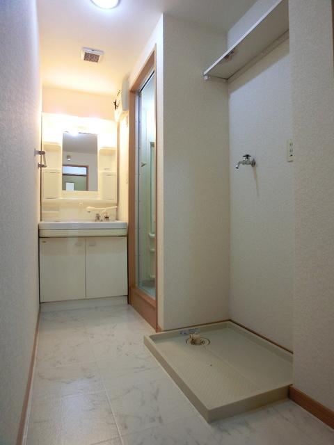 ファミーユ博多の森 / 302号室洗面所