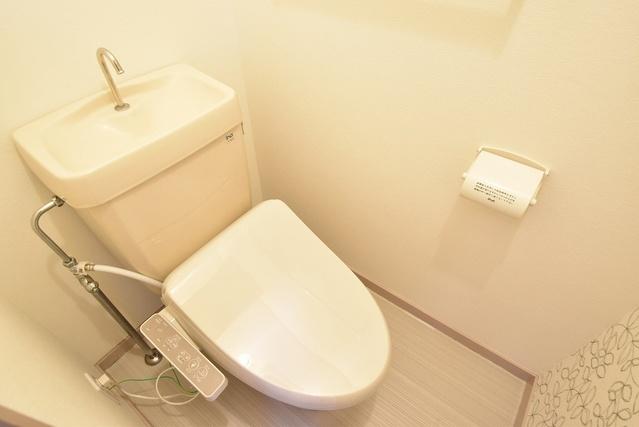 駅東レジデンス / 401号室トイレ