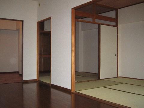 ハイ・コート(ペット可) / 603号室和室