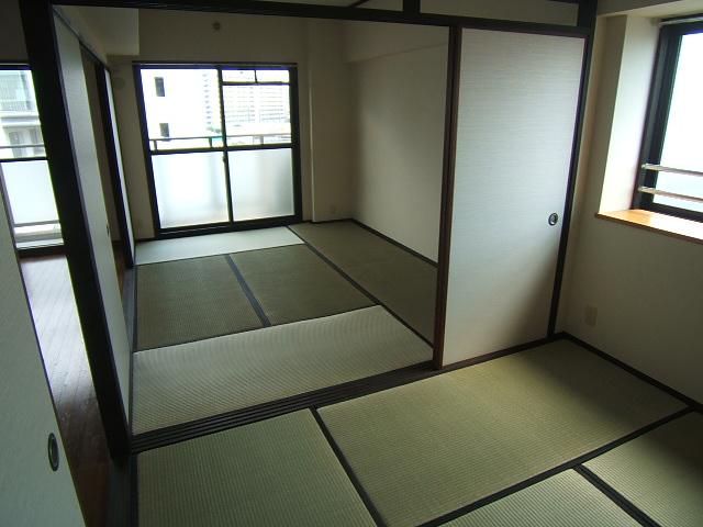 ハイ・コート(ペット可) / 702号室和室
