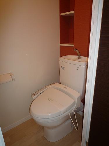 テゾーロカーザ / 103号室トイレ