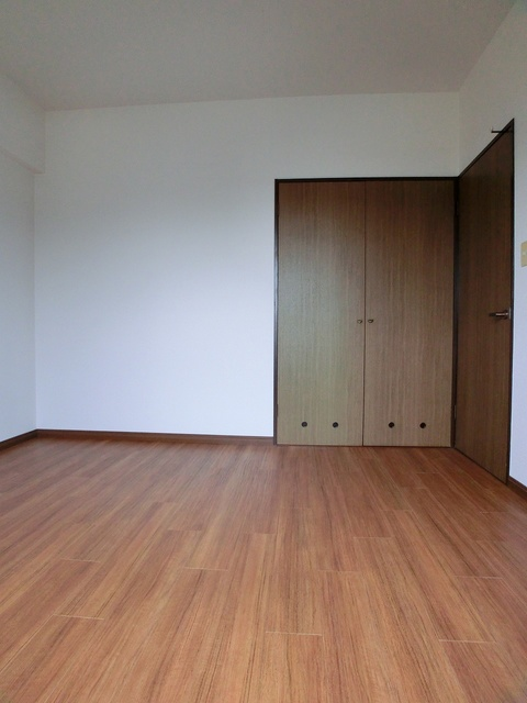 エスポワール長者原西 / 301号室洋室