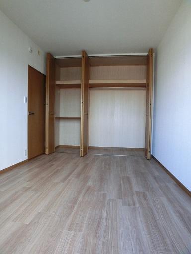 リヴェール伊賀Ⅱ / 501号室収納