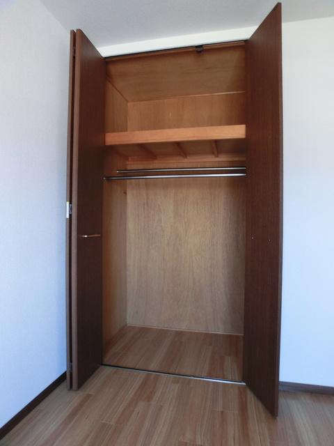 レジデンス・ウィステリア24 / 302号室収納