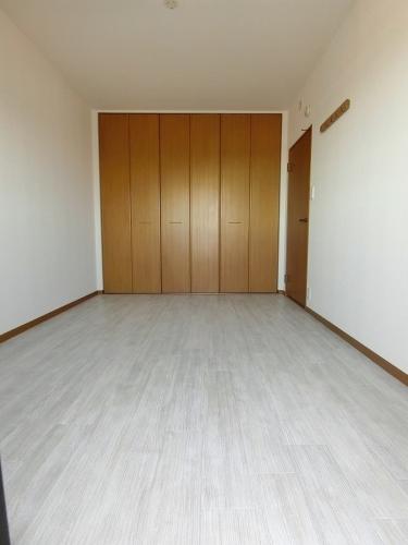 リヴェール伊賀Ⅱ / 301号室洋室