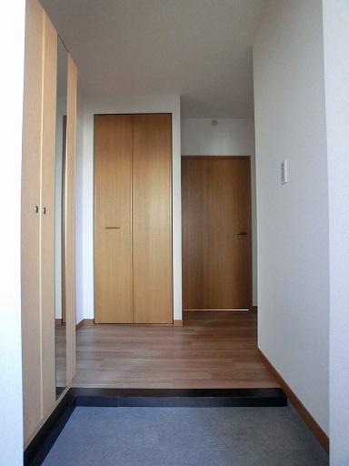 リヴェール伊賀Ⅱ / 501号室玄関