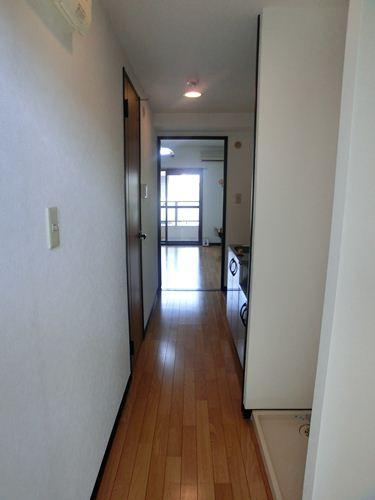 スクレーパー東 / 401号室玄関