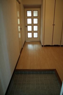 サン・ビィーム吉塚 / 102号室玄関