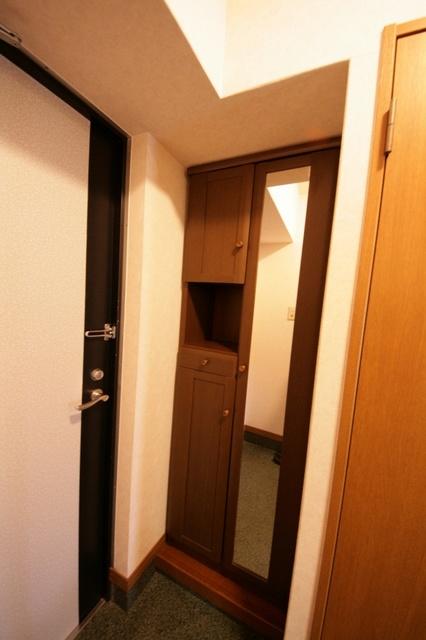 サークルフロント / 102号室玄関