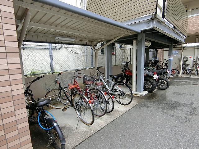 ルミノスコート / 403号室駐輪場