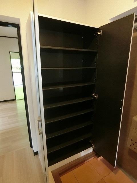 レジデンス秋根 / 105号室玄関