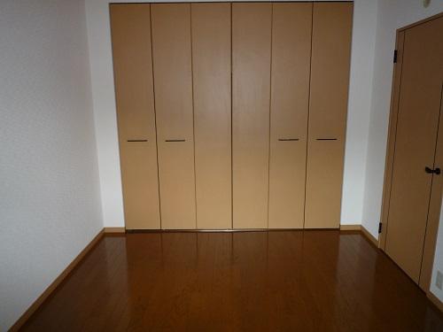 ファミーユ博多の森 / 301号室洋室