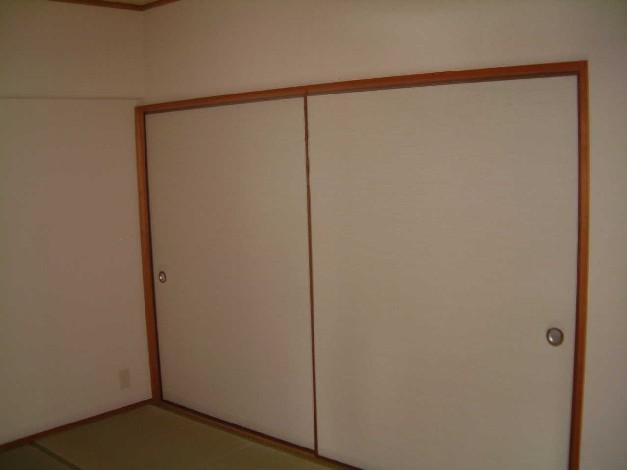 サン・ビィーム吉塚 / 401号室収納
