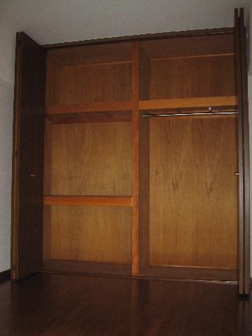 ハイ・コート / 402号室収納