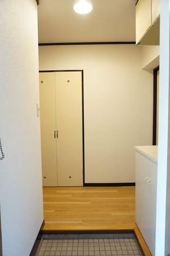 レジデンス秋根 / 302号室玄関