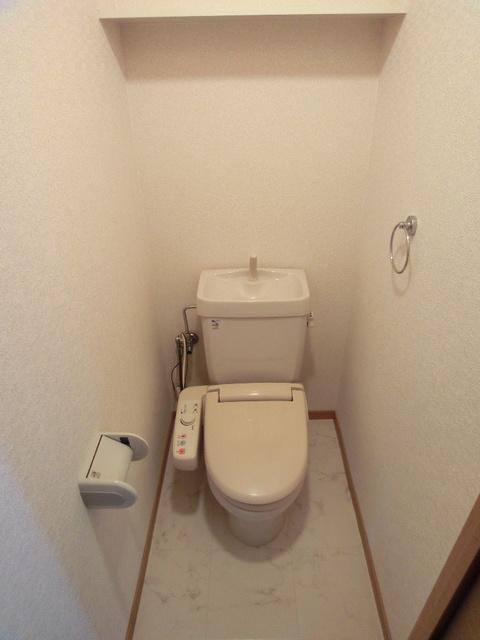 ファミーユ博多の森 / 302号室トイレ