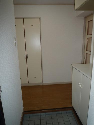 アベニュー88 / 303号室玄関