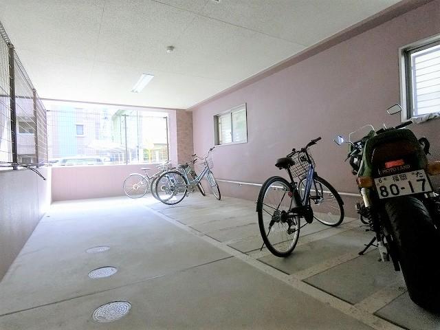 カーム ヴィラ / 401号室駐輪場