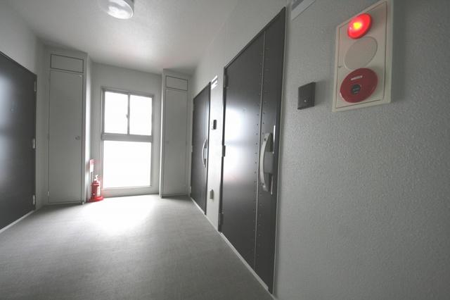 テゾーロカーザ / 202号室玄関