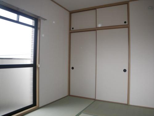 ヴィラフェリス空港南 / 302号室和室