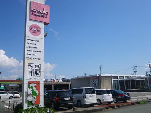 カフェ・雑貨屋も有ります!