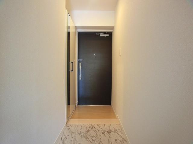 アンソレイユ / 401号室玄関