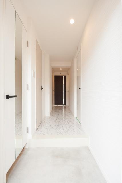 ヴィヴァーチェ ファイン / 401号室玄関